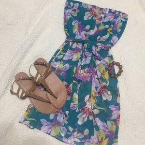 Express Dresses & Skirts - Express florar dress 👗