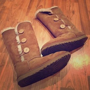 Bailey button classic ugg boot chestnut brown