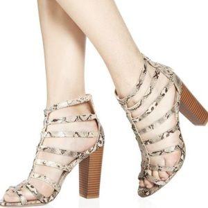 ✨😍Gorgeous Snake skin cage heel ⭐️