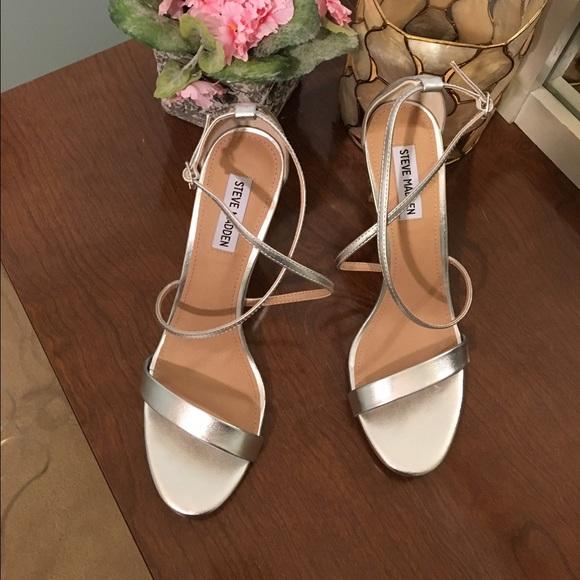 ba147820a47 NEW Steve Madden Feliz silver strappy sandal NWT