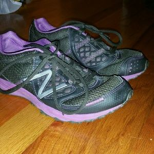 athleta new balance 811
