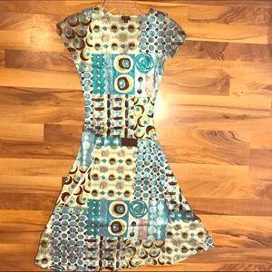 Komarov Dresses & Skirts - 💥Closet Clear Out💥NWT Lace Crinkle Dress