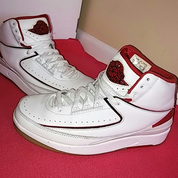 brand new 87d04 270bb Nike Air Jordan Retro 2 Mid Top White Varsity Red.  M 588a162e2fd0b7b1f702fa5c