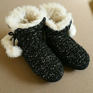 Boutique Shoes - ❤SALE❤NWT sweater slippers, rubber sole. XL 11/12