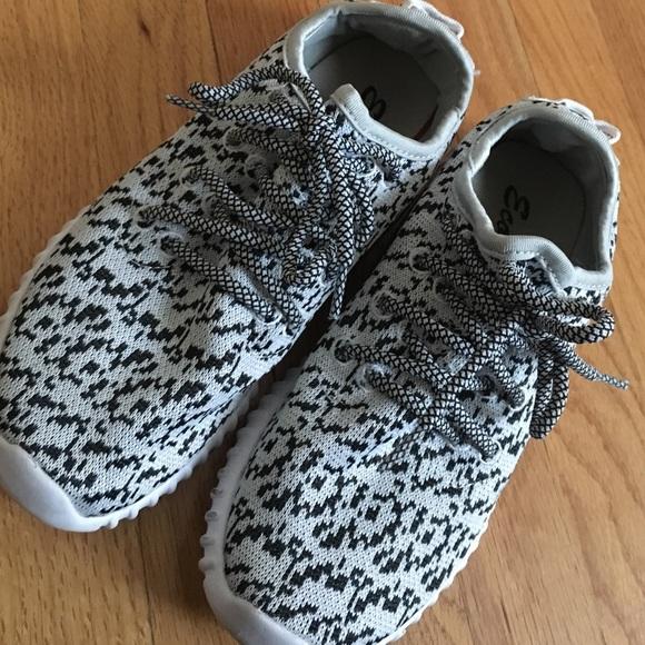Yeezy Shoes | S | Poshmark
