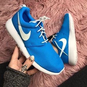 Nike Shoes - NWT Nike roshe blue glow