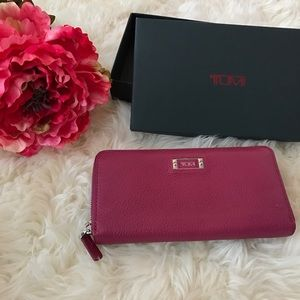 Tumi Handbags - Tumi Zippered Leather Wallet