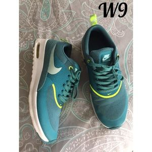 Women's size 9 Nike air max Thea