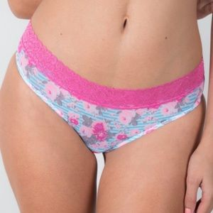 Bloomingdale's Other - ❗️1 LEFT Bloomingdales Columbian Lace Thong Panty