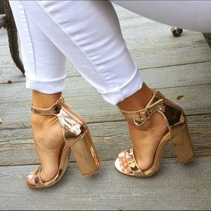 439a724c725 Shoes - Rose gold metallic chunky heels