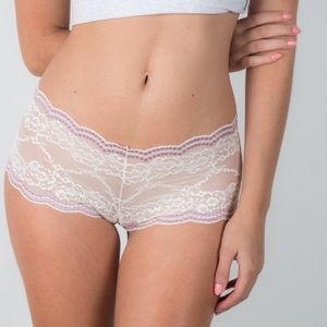 Bloomingdale's Other - ❗️1 LEFT Bloomingdales Columbian Lace Boyshorts