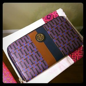 Tory Burch Handbags - Tory burch wallet