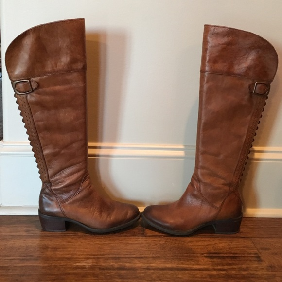 ecbbeaa7955 Vince Camuto brown leather boots. M 588a845098182924a401bdb5