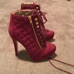 JustFab Shoes - Super cute sexy red high heels!