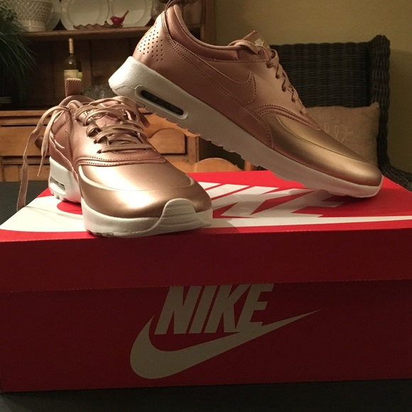 air max thea se rose gold