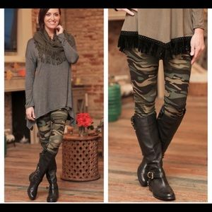 Infinity Raine Pants - Camo leggings, one size 👢👝 up to about size 12.