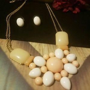 Ami Jewelry - Peach & White Chunky Statement Necklace Set
