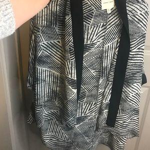 Tops - Flowy black and white kimono