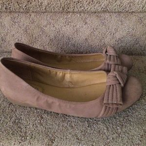 me too Shoes - Nude suede flats👡👡👡
