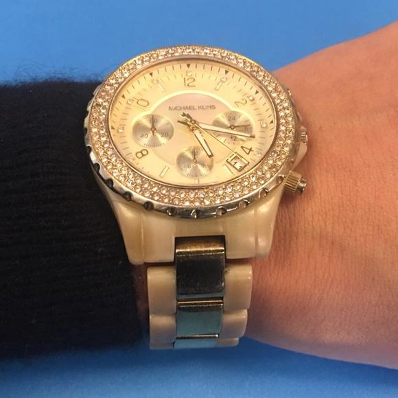 Michael Kors Watch MK5417 Gold & Horn Chronograph 88% off Michael Kors Accessories - Michael Kors Watch MK5417 Gold & Horn Chronograph from Regi's closet on Poshmark - 웹