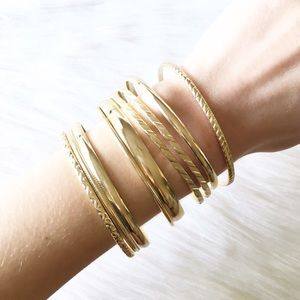 Jewelry - LAST ITEM gold tone bangle set