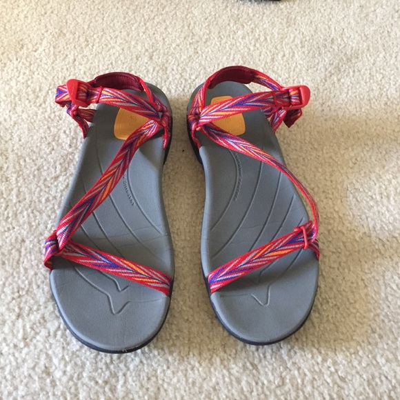 3ac2fd649a40 Like new Teva Zirra sandals red and blue. M 588b98452ba50ac3ba002781