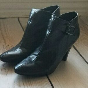 "Bandolino Shoes - Bandolino booties 9 Black Real leather 2 1/2"" heel"