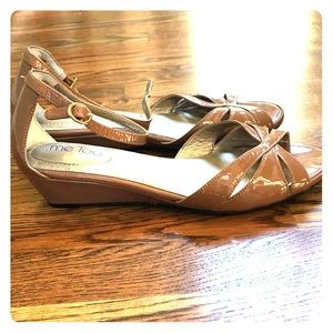 New comfy Me Too Sandals 8.5