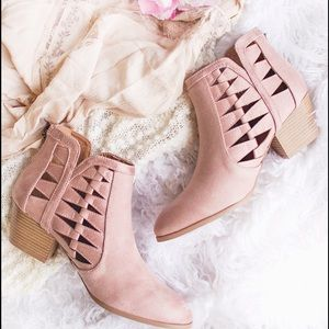 💗💗 Restock!!!! 😍 Blush cut out oil brush bootie