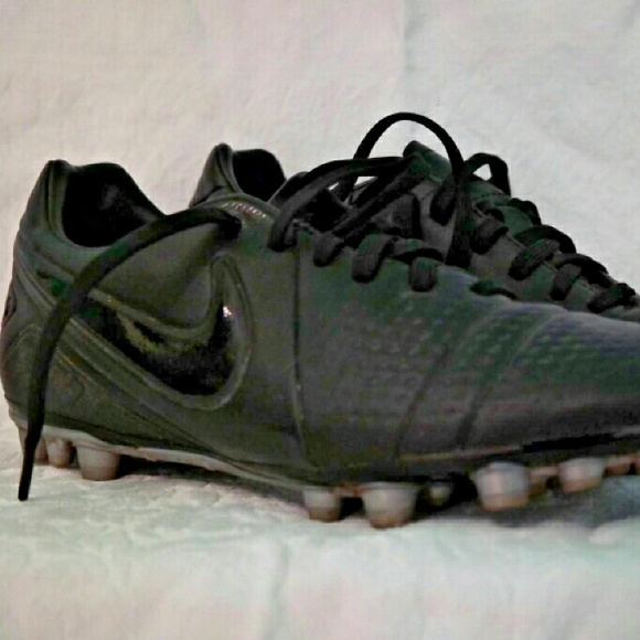 Women s All Black Nike ID Custom Cleats. M 588c43e15a49d032e5014363 560d36ca7