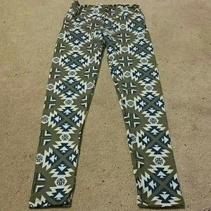 LuLaRoe Pants - Os leggings with geometric pattern
