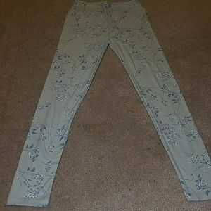LuLaRoe Pants - OS (one size) leggings with flower pattern