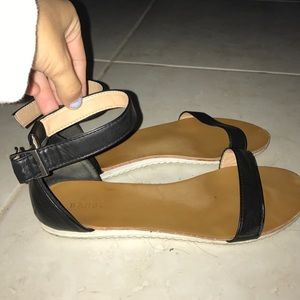 Erge Shoes - Ankle strap sandals