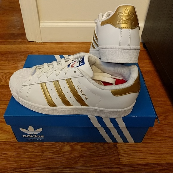 low priced 5989c 04475 Adidas Superstar Gold Stripe Authentic size 7 rare NWT