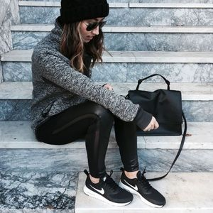 Nike Shoes - Nwt nike Thea black