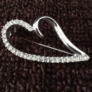 Social Gallery Jewelry - ❤️SOCIAL GALLERY SILVER HEART PIN WITH ORIGINAL BX