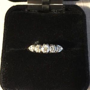 Jewelry - Beautiful gold diamond band ring