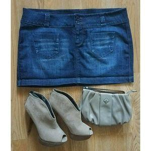 Dresses & Skirts - 💜 SPRING SALE 💜 Cute Strechy Jean Skirt