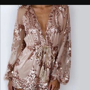 Other - FLASH SALE🌸. Rose gold Romper.