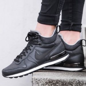 Nike Shoes - Nike Mid leather internationalist shoes