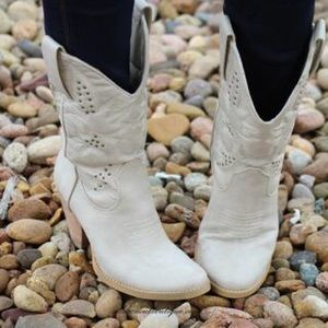 Very Volatile Shoes - VERY VOLATILE | DENVER COWGIRL BOOTS OFF WHITE