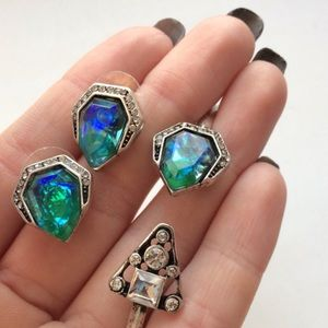 HWL boutique Jewelry - Iridescent Opal stud earrings