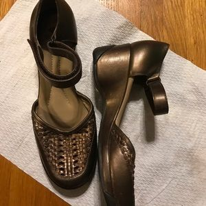 Nurture bronze sz 7 wedges with ankle strap shoes