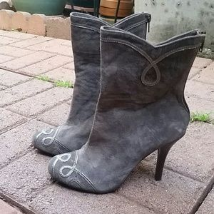 Taupe / grey suede bootie NEW!