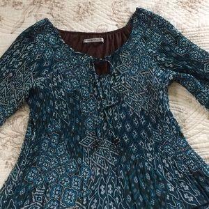 Larry Levine Tops - SIGNATURE keyhole-neck crinkle blouse--size large