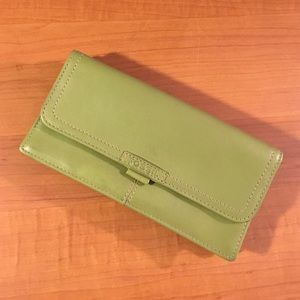 NWOT Fossil green leather wallet/clutch