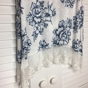 Suzy Shier Tops - NWT Suzy Shier Floral Tank w/ Lace Bottom