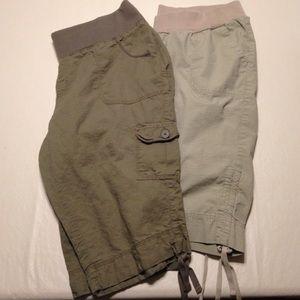 Pants - Bundle of 2 maternity cargo capris