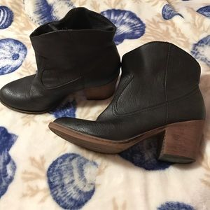 Rocket Dog Shoes - Cowboy style booties