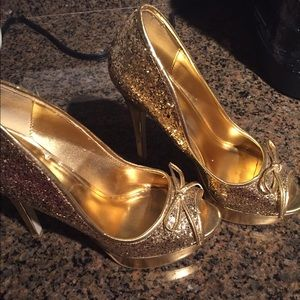 Gold glitter peep toes